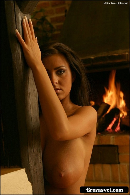 Эро фотосет Ewa Sonnet - Fireplace (21 эро фото)