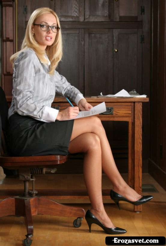 Фоточки неповторимой супер тёлочки Devon Office Babe