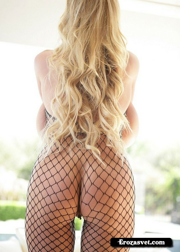 Жгучая девица Kelly Madison All Fishnet интим pictures