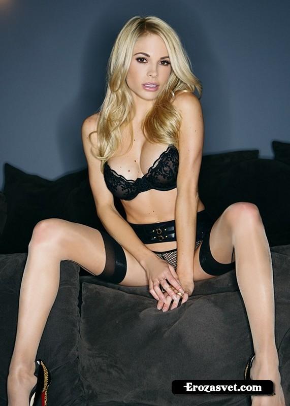 Dani Mathers Midnight Invite (16 интим фото)
